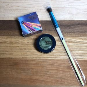 Space Case Cosmetics Messy Lochnessy Shadow +Brush